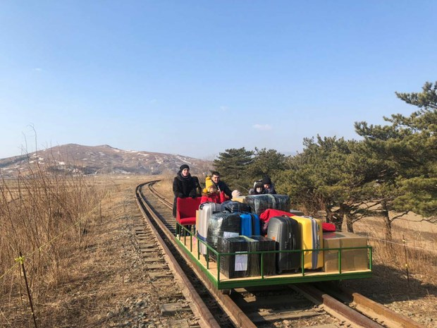 주북 러 외교관, 국경봉쇄로 궤도수레 끌며 귀국