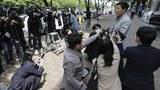 박상학 자유북한운동연합 대표가 6일 기자들에게 경찰이 자신의 사무실을 압수수색 했다고 말하고 있다.