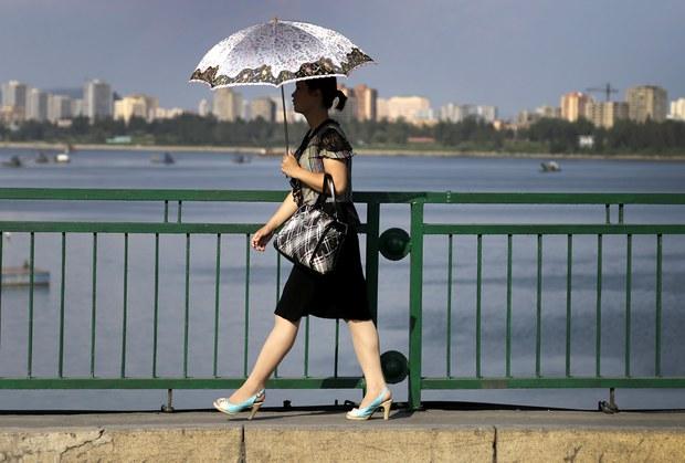 [특집:북한 여성 오늘]② 틀이 금가다