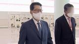 박지원 국가정보원장이 11일 한미일 정보기관장 회의에 참석하기 위해 인천공항을 통해 일본으로 출국하고 있다.