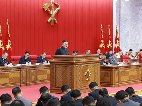 북한이 지난 15일 김정은 총비서 주재로 노동당 중앙위원회 제8기 제3차 전원회의를 열었다고 조선중앙통신이 16일 보도했다.