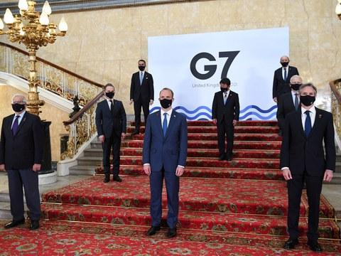 주요 7개국(G7) 외교장관들과 유럽연합 외교안보정책 고위대표가 지난 4일 런던의 랭커스터 하우스에서 포즈를 취하고 있다.