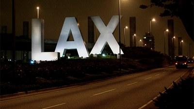 미국 LA 국제공항 입구의 방문객을 맞이하는 사인.