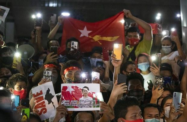 미얀마 군부 쿠데타와 손전화