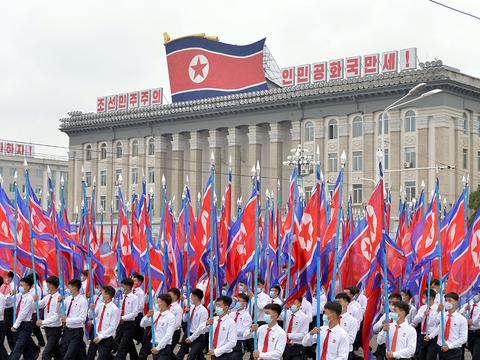 김일성경기장에서 진행된 청년전위들의 결의대회 모습.