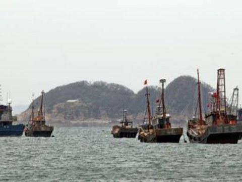 서해 북방한계선(NLL) 부근에서 중국어선이 수십여 척이 조업을 하는 모습.