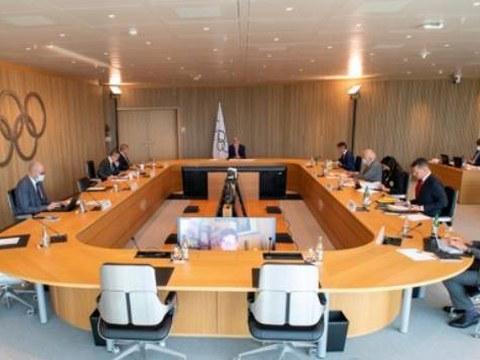 IOC는 9일(한국시간) 집행위원회를 연 뒤 북한올림픽위원회(NOC)의 자격을 2022년말까지 정지한다고 발표했다.  이에 따라 북한은 국가 자격으로는 5개월 앞으로 다가온 2022년 베이징동계올림픽에 출전할 수 없다.  사진은 IOC 집행위원회 회의 모습.