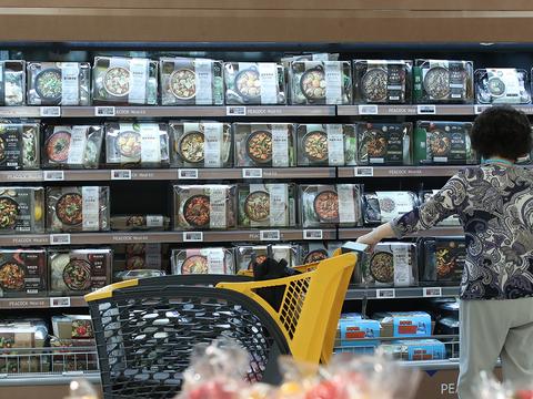 서울의 한 대형마트에 판매되는 간편식 제품들.