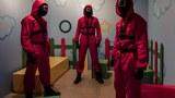 10월 2∼3일 프랑스 파리 2구의 한 카페에 마련된 넷플릭스 한국 오리지널 시리즈 '오징어 게임' 체험 팝업 스토어에서 '진행요원' 복장을 갖춰 입고 관람객을 맞이하는 관계자들.