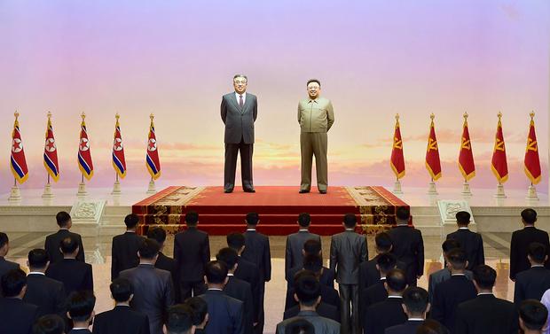 북한 노동당 최말단조직 대표자 회의인 세포비서대회 참가자들이 금수산태양궁전을 찾았다고 조선중앙통신이 5일 보도했다.