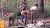 '맨손' 공사에 시달리는 북한 여군 실태