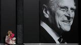 영국 윈저의 한 백화점 유리에 필립공의 사진이 붙어 있다.