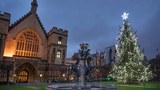 런던의 웨스트민스트 사원 앞에 세워진 크리스마스 트리.