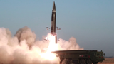 북한이 지난 25일 새로 개발한 신형전술유도탄 시험발사를 진행했다며 탄도미사일 발사를 공식 확인했다. 이번 신형전술유도탄은 탄두 중량을 2.5t으로 개량한 무기체계이며, 2기 시험발사가 성공적으로 이뤄졌다고 조선중앙TV가 26일 보도했다.