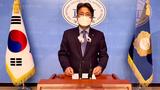 더불어민주당 김진욱 대변인이 9일 국회 소통관에서 국민의힘 이준석 대표의 통일부 폐지 주장에 대해 논평하고 있다.