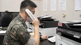 남북 간 통신연락선이 복원된 27일 오후 군 관계자가 서해지구 군 통신선을 활용해 시험통화를 하고 있다.