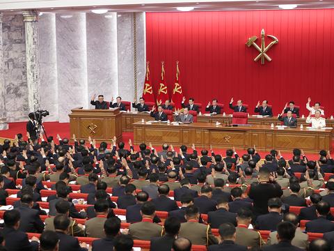 북한 노동당 중앙위원회 제8기 제3차 전원회의 3일차 회의가 지난 17일 이어졌다고 조선중앙통신이 18일 보도했다.