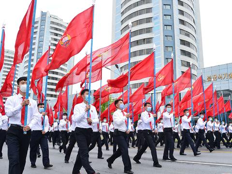 사진은 지난달 30일 김일성경기장에서 청년전위들의 결의대회 모습.