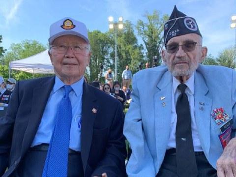지난 Memorial Day에한국전 기념공원에 추모의 벽을 세우는 행사에서 참전 용사 웨버 대령과 함께했다.